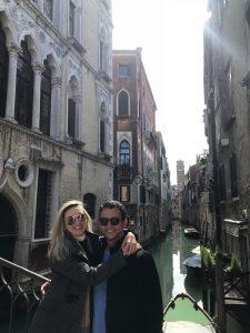 Pequenas pontes ao longo do caminho da cidade de Veneza