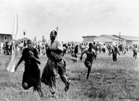 Foto da violência contra os negros exposta no Museu do Apartheid. Fonte: Site Oficial do Museu