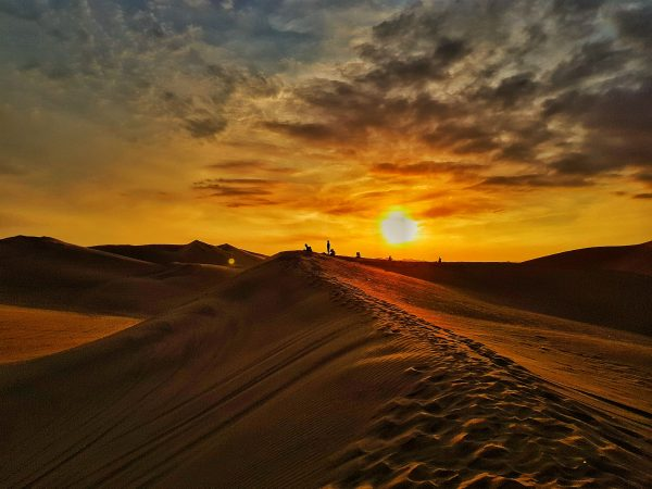 Pôr do sol no deserto de Huacachina