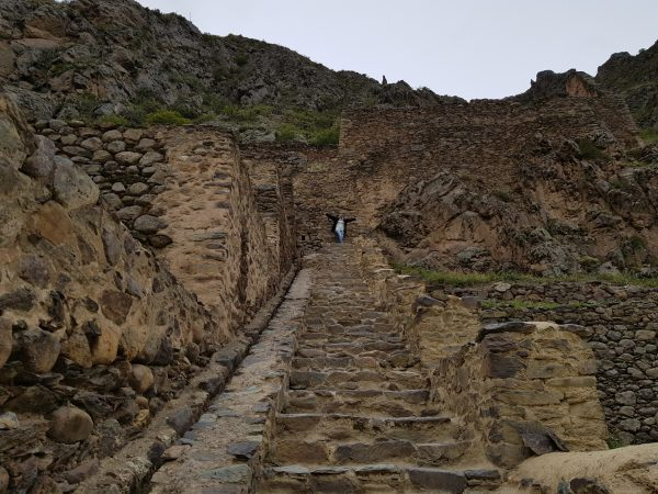 Uma das poucas escadinhas de Ollantaytambo.