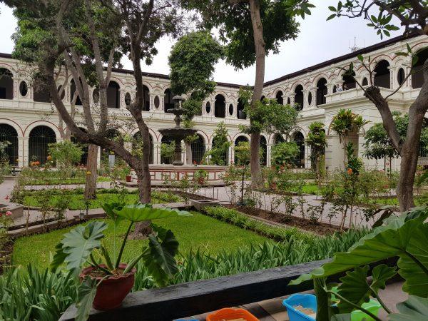 Pátio do Mosteiro e seus jardins