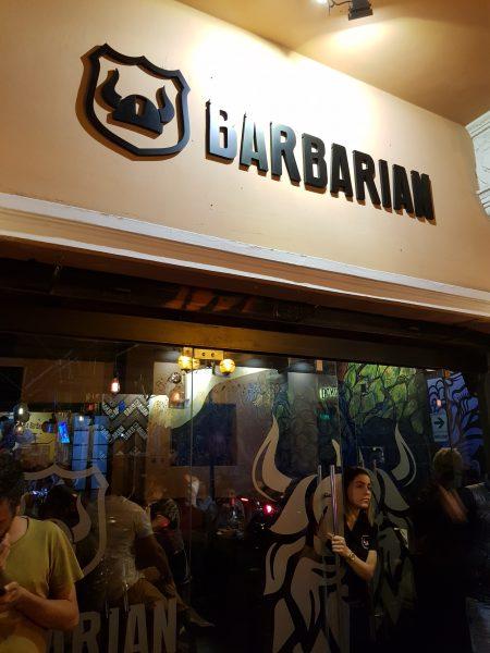 Entrada da Cervejaria Barbarian, no bairro de Miraflores, em Lima