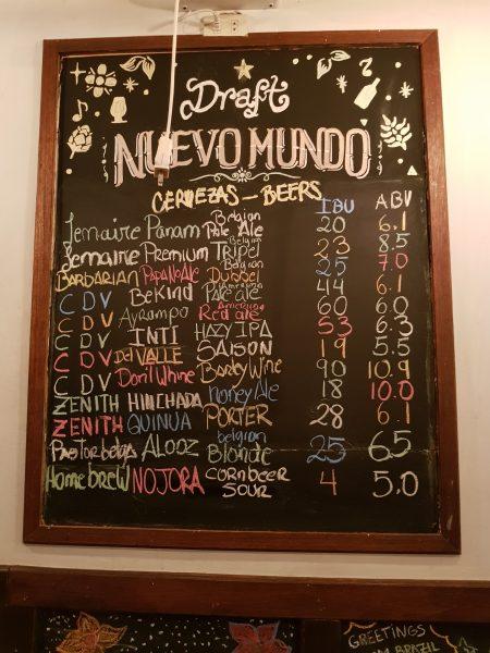 Taplist da cervejaria Nuevo Mundo, em Cusco