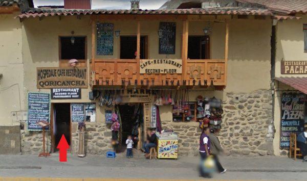 Entrada da cervejaria Porfi's English Pub, em Ollantaytambo