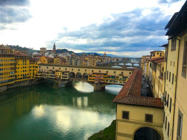 Vista da Ponte Vechio pelas janelas da Galleria Uffizi