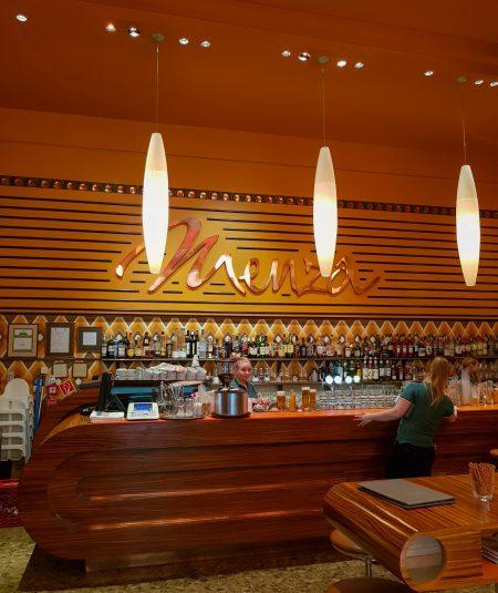 Balcão de entrada do Restaurante Menza