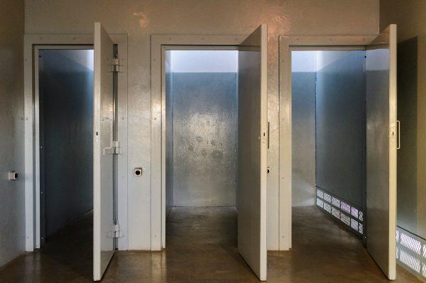 Celas de prisão usadas durante o regime. (Foto de Jeff Miller / UW-Madison)