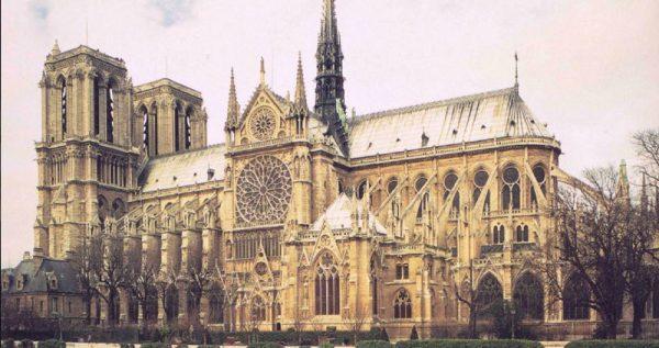 Igreja de Notre-Dame, em Paris. Foto humanitieswest.net