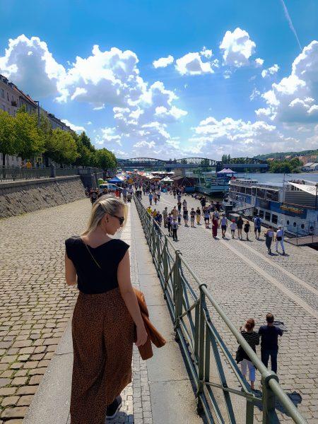 Entrada do Mercado Naplavka