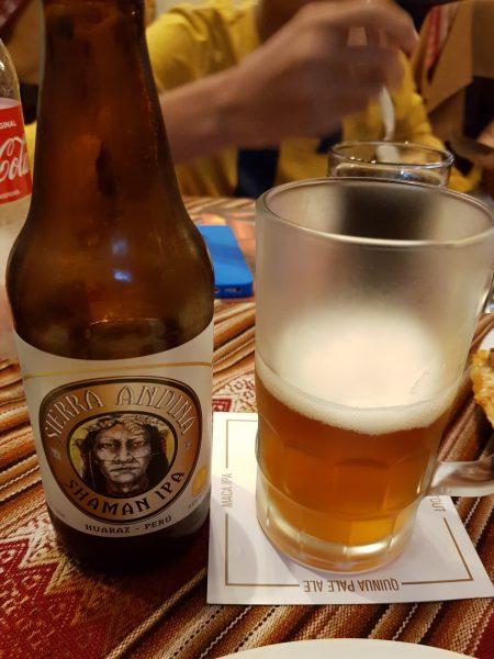 IPA local, na cervejaria Qosqo Beer, em Cusco