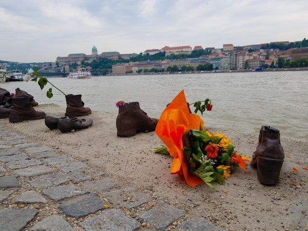 Sapatos no rio Danúbio, em Budapeste