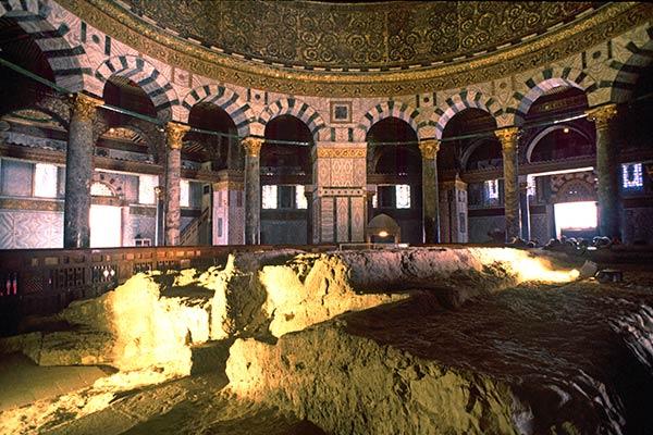 Pedra Fundamental, interior do Domo da Rocha. Fonte: Sacred Sites
